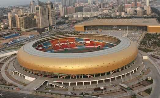 会展中心和体育中心两座建筑以金黄色为主色调,造型优雅,大气磅礴,一