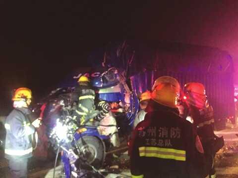 车主指南:绕城高速公路往上海方向甪直出口匝道口:追尾酿伤亡