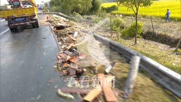 车主指南:上海浦东S32(申嘉湖)高速公路发生两起连环相撞事故