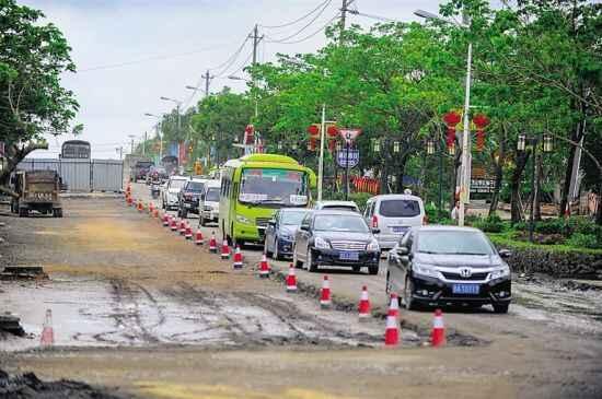 车主指南:海南:中原镇4公里道路施工改造将近一年仍未完工