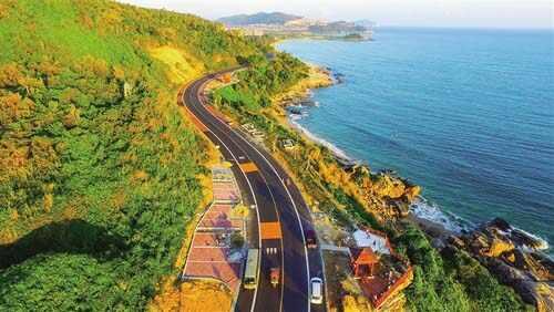 从高空鸟瞰万宁石梅湾至大花角滨海旅游公路