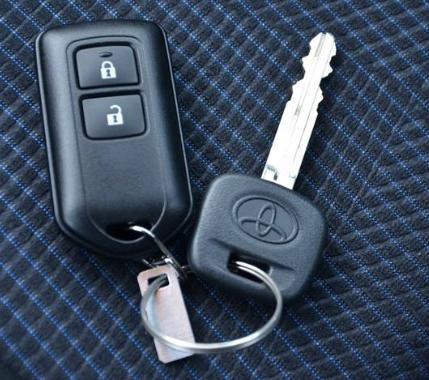 丰田致炫车钥匙怎么拆,致炫钥匙怎么换电池高清图片
